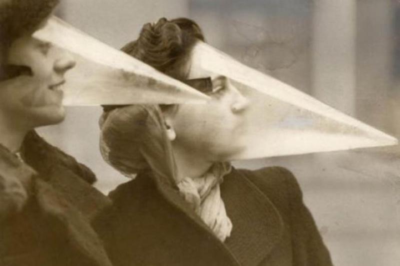 Αυτά ονομάζονται Blizzard Cones (Kώνοι Χιονοθύελλας). Πριν εφευρεθεί η αδιάβροχη μάσκαρα, οι γυναίκες μπορούσαν να χρησιμοποιήσουν αυτές τις ειδικές μάσκες ως έναν τρόπο για να προστατεύσουν το make-up τους από τα στοιχεία της φύσης.